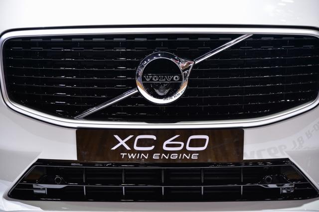 Volvo XC60 ครอสส์โอเวอร์ระบบความปลอดภัยสุดยอด ทางเลือก